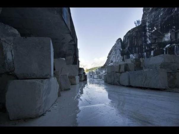 La cava di marmo dove è stato trovato il cadavere decapitato