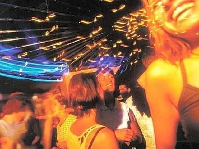 Adolescente grave dopo troppe bevute in discoteca a Scandicci