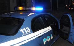 Firenze, ignora l'alt e picchia un poliziotto dopo aver cercato di investirlo