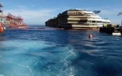Concordia, ospiti in plancia: «Questo ci porta a sbattere»