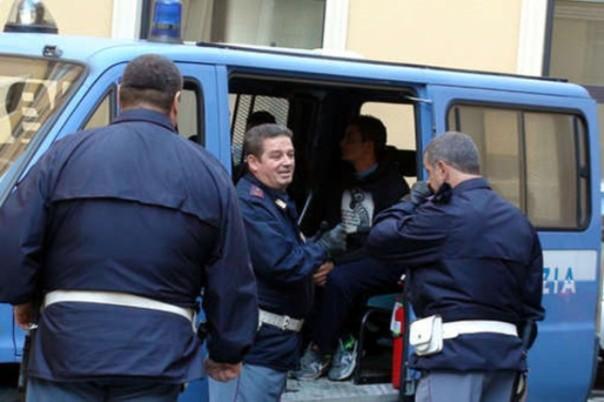 La Polizia di Siena ha rimpatriato i due ladri d'appartamento albanesi