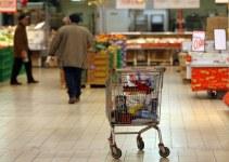 Le famiglie modificano e riducono le spese alimentari causa crisi