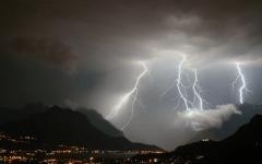 Meteo: allarme trombe d'aria, temporali e temperatura in calo fra venerdì 15 e domenica 17