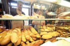 E' una baguette intrecciata e ha semi di sesamo, si chiama Pane Shalom