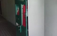 Macchinetta per i biglietti vandalizzata dai ladri