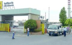 Infortunio alla raffineria di Livorno, operaio ustionato al volto
