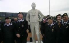 Livorno, inaugurato monumento al marinaio