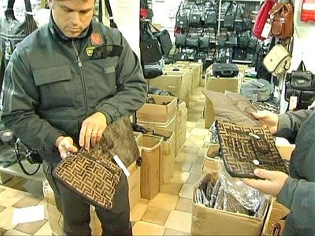 Prodotti cinesi contraffatti