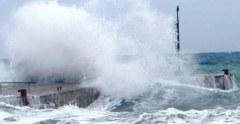 Vento forte e mareggiate sulle coste toscane