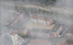 Bomba d'acqua su Firenze, Prato, Empoli: allagati ristoranti e supermercati. Pericolo aquaplaning sulla FiPiLi
