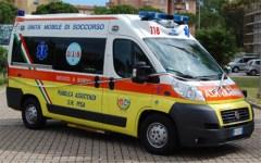 Arezzo: auto sbanda e finisce contro un negozio. Grave il conducente