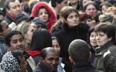 Rapporto del Censis, gli italiani infelici accusano politici e banchieri (Audio)