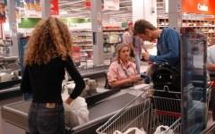 Crisi, Confcommercio: i consumi non migliorano