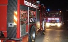 Chiusi, 12 famiglie evacuate da un palazzo in fiamme