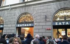 Firenze, Renzi inaugura Eataly: «Aprire in Italia è un casino»