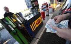 Le medie nazionali riportano di un caro-carburanti difficile da piegare