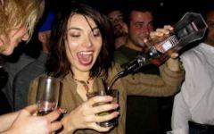 I giovani toscani bevono meno vino e più superalcolici