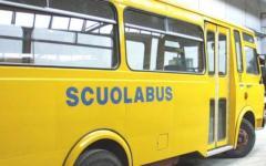 Bagnone: scuolabus finisce contro il muro del cimitero, feriti cinque bambini