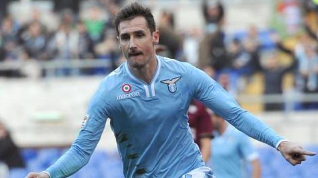 Show di Klose all'Olimpico contro il Livorno