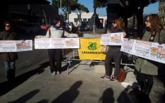 Firenze, blitz a sostegno dei diritti dei pendolari