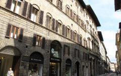 Spaccata in centro a Firenze, rubati rolex