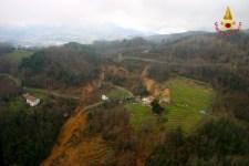 Una frana in Garfagnana ripresa da un elicottero dei Vigili del Fuoco