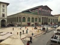 La piazza del Mercato Centrale si prepara ad accogliere gli ambulanti di San Lorenzo
