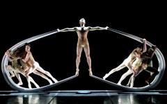 Arriva a Firenze «Momix Alchemy», la magia della danza