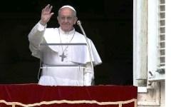 Papa Francesco: «La Bibbia come il cellulare, tenerla sempre vicina. Leggere i messaggi come gli sms»