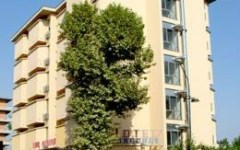 Firenze, 14 famiglie senza casa occupano ex albergo