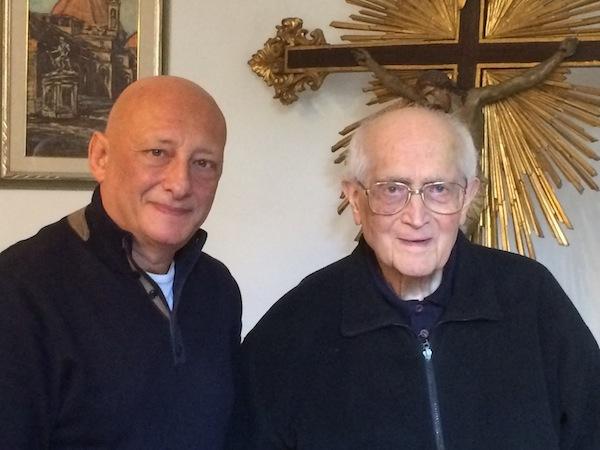 Monsignor Angiolo Livi durante l'intervista con Sandro Bennucci, direttore di FirenzePost