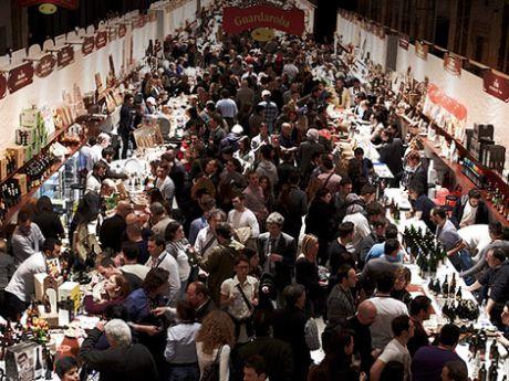 Folla di visitatori al Taste.9