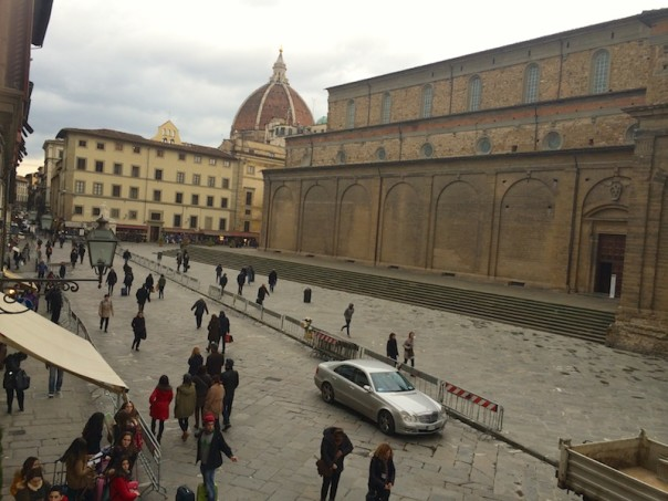 Piazza San Lorenzo a Firenze «liberata» dai banchi degli ambulanti