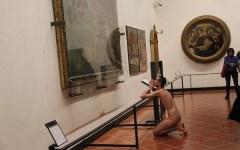 Firenze: si denuda completamente davanti a David Michelangelo. Denunciato dalla polizia