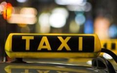 Firenze, taxi: una turista scorda soldi e pc a bordo. Il tassista glieli riporta a San Gimignano
