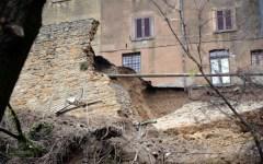 Volterra, via ai lavori. Prime cure alle Mura ferite