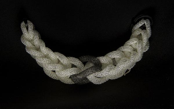 Negar Azhar Azari, Atena, collana a maglie, 2013
