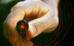 Lucca, gioca con una penna laser e rischia di perdere la vista