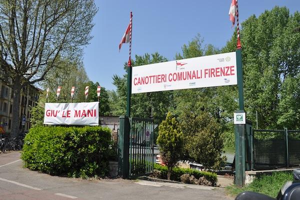 La sede dei Canottieri Comunali, sul lungarno Ferrucci, a Firenze, minacciata di demolizione