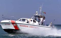 Livorno, peschereccio si ribalta: paura ma equipaggio salvo