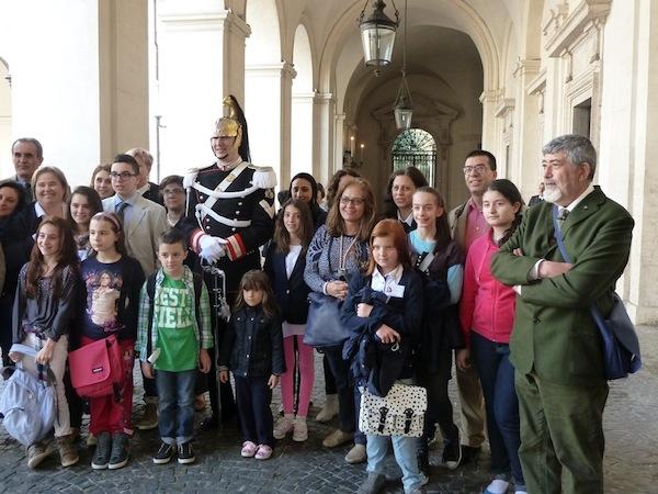 Il gruppo degli studenti fiorentini guidati dal Rotary all'interno del Quirinale