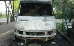 Firenze, a fuoco il camion della comunità delle Piagge