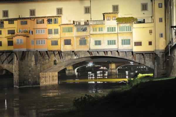 Il Ponte Vecchio: dal 16 giugno avrà una nuova illuminazione, dono di Stefano Ricci a Firenze. All'inaugurazione interverrà Andrea Bocelli