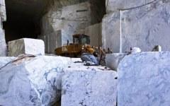 Apuane, serrata alle cave di marmo: scontro con la Regione