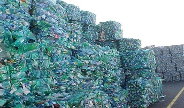 Bottiglie di plastica riciclata in Toscana