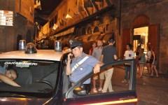 Firenze, controlli notturni in centro: sequestrati 2000 pezzi per il commercio abusivo