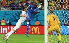 Bella Italia: battuta l'Inghilterra (2-1) con gol di Marchisio e Balotelli nel forno di Manaus. Le pagelle