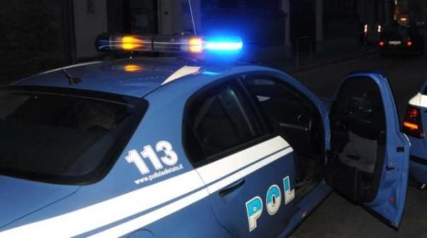 La volante della Polizia è stata allerta dai residenti dell zona