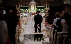 Pistoia, parroco espone tariffario dei sacramenti. E i fedeli scrivono al Papa
