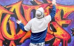 Firenze, sorpresi all'opera due graffitari. Uno arrestato per droga
